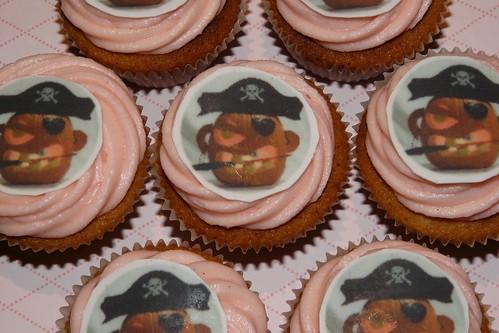 Cap'n Jack-o-lantern Halloween Cupcakes by LittleMissCupcakeParis.