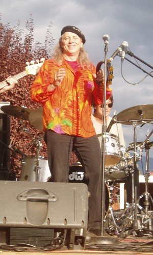 norton-buffalo-performs-with-his-band-the-knockouts-at-the-2008-mountain-harvest-festival-in-quincy-photo-by-roxann-vallado-615x1024 (by auweia)