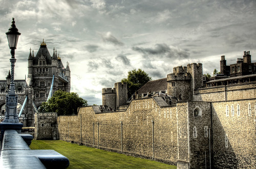 The Tower of London and the Tower Bridge. La Torre de Londres y el Puente de la Torre