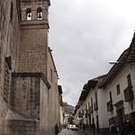 Cusco: Vista de la Calle Sunturwasi, a un costado del templo del Triunfo