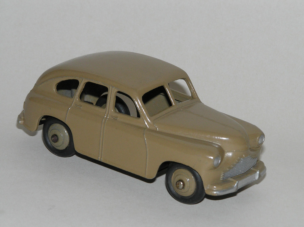 Dinky Toys - 1947-51 Standard Vanguard Saloon (#040E, later #153)