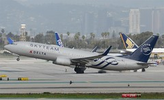 Delta Airlines SkyTeam Livery 737-832 (N3758Y) LAX Takeoff 1 (hsckcwong) Tags: deltaairlines skyteam 737832 737800 7378 n3758y lax