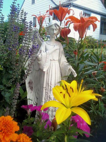 Garden Angel (Click to enlarge)