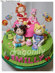 Strawberry Shortcake Cake - Bolo Moranguinho Baby (Dragonfly Doces) Tags: baby cake strawberry sweets bolo doces pirulitos shortcake moranguinho biscoitinho uvinha