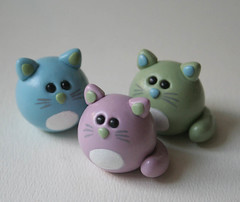 Round Kitties (fliepsiebieps1) Tags: pink blue sculpture cute green colors cat handmade kitty polymerclay kitteh round figure mauve