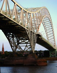 runcorn bridge cheshire england (plot19) Tags: uk bridge england water nikon cheshire britain soe mersey runcorn rivermersey runcornbridge july09 abigfave manchestershipcanel plot19