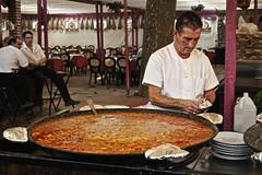 Paella (sins.entido) Tags: spain rice catalonia girona catalunya fires 2008 paella sant hombre arroz festes señor cocinero arròs narcís