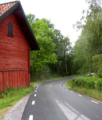 Red barn by the road (Per Ola Wiberg ~ Powi) Tags: road nature barn september harmony click ooh 2009 lada shiningstar musictomyeyes northstar moln lov absolutelybeautiful forgottentreasures mlararna flickraward theothervillage lacasadelosrecuerdos estremit diamondstars eperke exemplaryshotsflickrsbest natureiswonderful theperfectphotographer naturestyle ilovemypics spiritofphotography rubyphotographer beautifulshot grupodehablahispana photographersgonewild thebestofnature grouptripod brilliantphotography thebestvisions atmphotography worldwidetravelogue exquisitecapture livinglifebehindthelens zodiacawards mygearandme parisinitafriendsnew arquitecturaynaturaleza level1photographyforrecreation