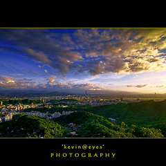 Look at the TAIPEI 101 (*kevin@eyes*  .  .  . ) Tags: lighting light sunset sky cloud clouds landscape iso100 dusk taipei101 taipeicity sigma1020 goldencloud sonya350 kevineyes