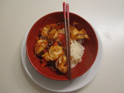 Garlic prawns with rice noodles at home