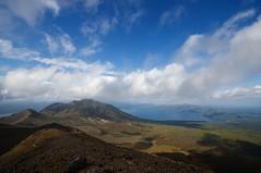 山頂から眺める風不死岳と支笏湖