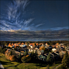 ~ Balcony Sky ~ (ViaMoi) Tags: autumn ontario canada fall photo leaf ottawa bluesky whispycloud abigfave leavescolor viamoi goldstaraward peregrino27newvision