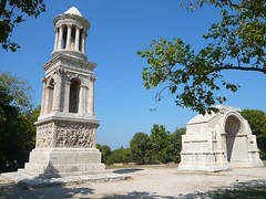 Glanum - Les Antiques - Le Mausole et l'arc romain (Vaxjo) Tags: france saint les de roman arc du rhne empire antiques provence 13 tp romain antiquity antiquit glanum mausole rmy bouches