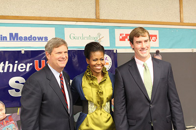 Ross Ohlendorf is joined by First Lady Michelle Obama and Secretary Tom Vilsack at Hollin Meadows Elementary School