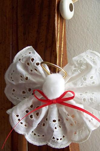 božićni ukras anđeo od čipke miljetića