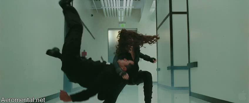 Iron Man 2 Viuda Negra peleando