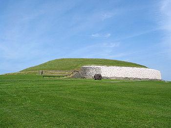 350px-Newgrange_ireland_750px