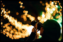 Bokeh you! (Lefty | www.EXQUIS.com.hk) Tags: camera leica xmas decorations light hk film girl night hongkong 50mm gold photographer dof kodak bokeh voigtlander jacky f11 m6 nokton misu gc400 noircorner voigtlandernokton50mmf11