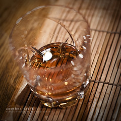 Another Drink (Franck Tourneret) Tags: glass 50mm nikon drink alcool alcohol whisky gilded verre dor apritif d700