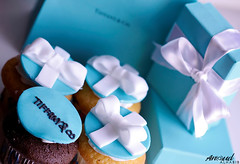i'm a Tiffany&co. lover ♥♥!! ( Anoud Abdullah AlHabib) Tags: blue white canon photography eos 100mm cupcake boxes lover tiffanyco 500d anoud alhabib