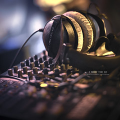 I Shot the DJ (Franck Tourneret) Tags: music 50mm mix nikon dj bokeh mixer headphones platinum musique casque platine tabledemixage d700 lesfoliesdulac