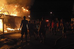 incendio Canoa11 (Quixosis) Tags: luz ecuador burning inferno firemen blaze fuego incendio bomberos canoa fired manabi infierno brasa burningdownthehouse ardiente criollos candente fuegofirefocflamefalmallamaincendiograficocanoachiaroscurodarkbrillante
