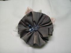 Flor redonda (MorenArteirA) Tags: broche flor fuxico quadrada oncinha malha malhinha