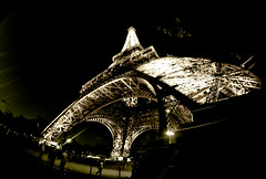 Paris : Tour D'Effiel stark (tibchris) Tags: travel paris france beautiful beauty nikon eiffeltower culture stunning museums cityoflights paris2 tourdeiffel d700 tibchris arcticpuppy france2009 snapchris wwwsnapchriscom
