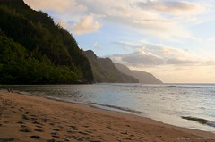 Na Pali Coast (cutterhoward) Tags: ocean sunset beach hawaii footprints northshore kauai haena keebeach napalicoast 1755mmf28 nikond300