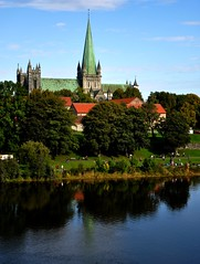 Nidarosdomen cathedral and Nidelven river (Martin Ystenes - http://hei.cc) Tags: norway river photography norge photo nikon foto cathedral norwegen 1001nights trondheim srtrndelag norvege fotografi nidarosdomen bilde nidaros magiccity trndelag d90 nidelven marinen trondhjem nikond90 flickrestrellas drontheim midtnorge tronhjem ystenes 1001nightsmagiccity mygearandmepremium mygearandmebronze mygearandmesilver mygearandmegold magiccty martinystenes