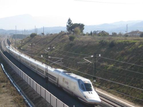 El AVE a la altura de El Sexmo, Málaga, pocos días después de su inauguración