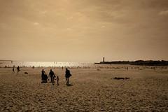 St-Georges de Didonne (Steph Blin) Tags: ocean summer mer sepia vacances holidays shadows horizon été plage phare contrejour jetée atlantique charentemaritime 400d