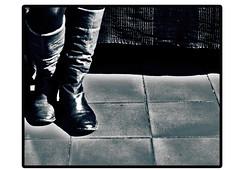 Stivali (simone_raf) Tags: legs boots ombra bianco nero piedi scarpe cornice gambe ginocchia pavimento mattonelle stivali coperta contrastoscarpestivalipavimentobootsmattonellecopertapiedigambelegsginocchiabianconerocorniceombra