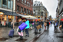 Shopping in Oslo (larigan.) Tags: street rain oslo shopping jeans shops suitcase karljohansgate carrierbags pinktights omot larigan phamilton