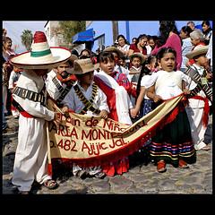Feliz Dia de la Revolucion Mexico! (uteart) Tags: children singing parade tms vivamexico lacucaracha tellmeastory utehagen uteart diadelarevolucin theauthorsplaza dayofthemexicanrevolution