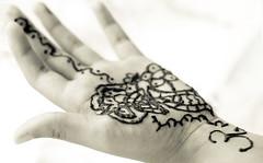mehndi (evoo73) Tags: blackandwhite india hand pentax henna dslr diwali mehndi teenage lightroom mcarthur photoshopelements evonne evoo k10d pentaxk10d evoo73 evonnemcarthur evoo73photography
