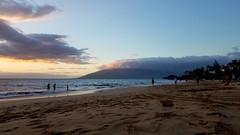 Sunset at Kama'ole beach (kev10212) Tags: beach sky scenery scenic sea sand sunset shore pacific clouds mountains dusk landscapes vistas maui