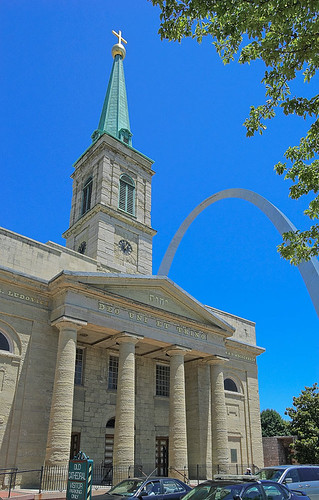 Basilica of Saint Louis, King of France, in Saint Louis, Missouri, USA - exterior with Gateway Arch