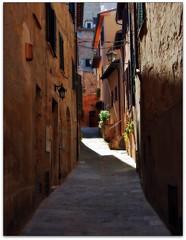 montepulciano (beesquare) Tags: street old italy sunlight stone italia cobblestones lane tuscany shutters montepulciano charming toscana quaint cobblestoned