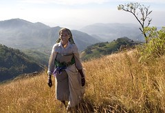 Munnar lady (woolyboy) Tags: india mountains lady kerala highpoint views vista munnar teapicker woolyboy