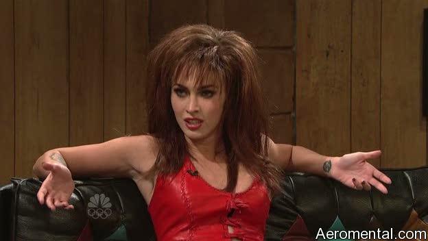 Megan Fox SNL motociclista