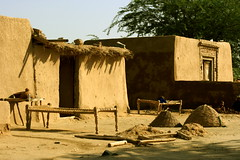 Just A Village House (Amir Mukhtar Mughal | www.amirmukhtar.com) Tags: pakistan house canon bed village beds traditional amir punjab mughal mughals villagehouses mudhouses amirmukhtar chotasahiwal countrysidehouses