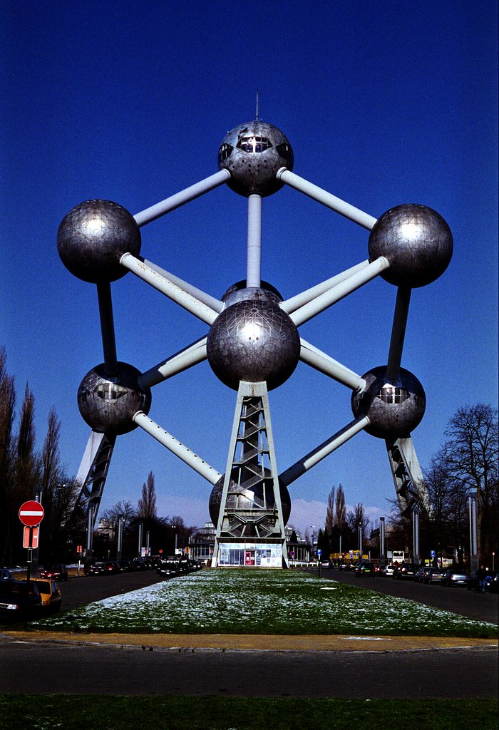 classic-postcard-shot-of-the-atomium-11_5