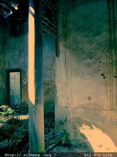 大厅西边的柱子