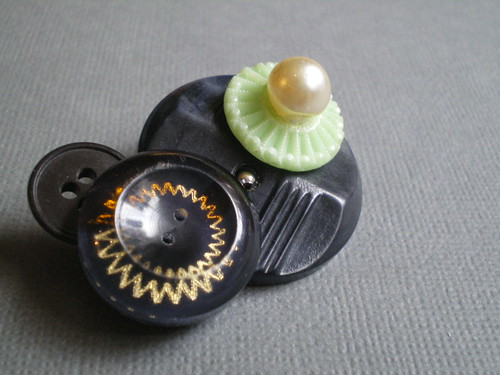 one-off button brooch 001 7
