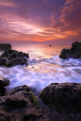 ECHO (tropicaLiving - Jessy Eykendorp) Tags: light sunset sea sky bali seascape beach nature water indonesia landscape rocks echo shoreline westcoast echobeach canggu efs1022mmf3545usm outdoorphotography canoneos50d tropicaliving vosplusbellesphotos rawproccessedwithdigitalphotopro tiffproccessedwithadobephotoshopcs3 singhraydarylbensonreversendgrad