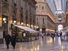 Guards ! Milano