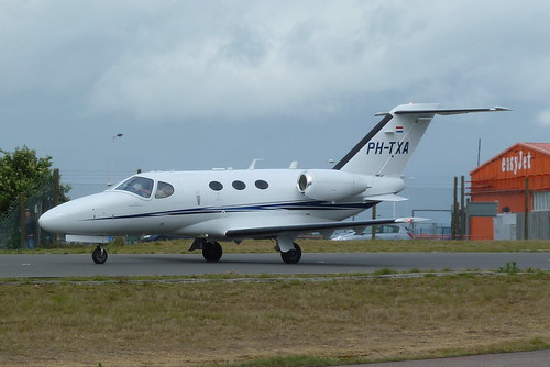 PH-TXA by www.Biz-Jets.com