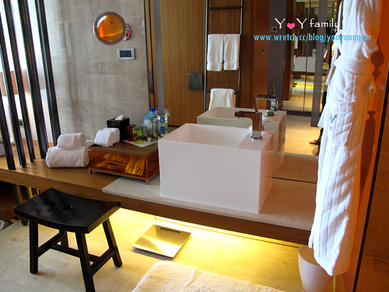 IMG_8072 w-hotel room