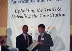 IOL, anggota CAIR memberikan Al Qur'an gratis